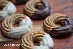 lakrids-kranse-13 Danish Cake, Cookie Crunch, Danishes, Christmas Cooking, Snacks, Sweet Desserts, Christmas Treats, Yummy Cakes, Cake Cookies