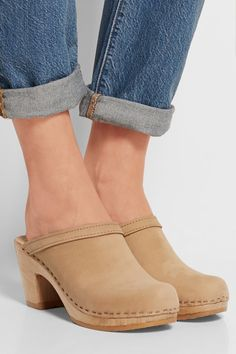 Clogs have been a major hit in 2010 and when everybody thought this accessory was gone for good, the shoe trend is back.