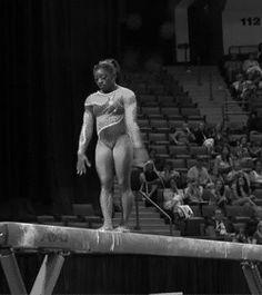 (gif of Simone Biles' full-in beam dismount)