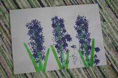 Hiacynty, wiosenna praca plastyczna, stemplowanie korkiem. Hyacinths, spring art works, stamping bottle cap.