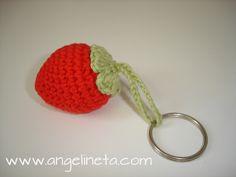 ¿Te apetece una fresa? El patrón es de www.lanasyovillos.com.Tejido con algodón. Crochet Earrings, Cupcake, Jewelry, Strawberry Fruit, Patterns, Tejido, Jewlery, Jewerly, Cupcakes