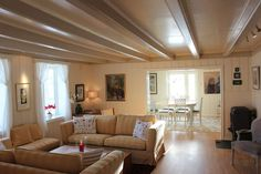 De store døråpningene mellom rommene gjør at lyset kan strømme fritt fra rom til rom. Decor, Furniture, Home, Sofa, Couch