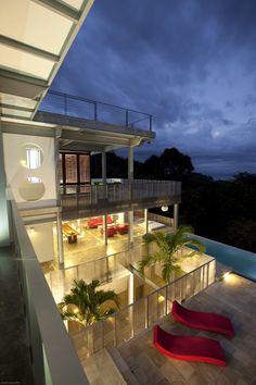 Modern refuge in the Costa Rican jungle