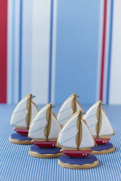 Sailboat Cookies that stand up! Summer Cookies, Fancy Cookies, Iced Cookies, Cute Cookies, Royal Icing Cookies, Cupcake Cookies, Iced Biscuits, Cookies Et Biscuits, Sailboat Cookies