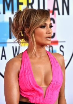 Jennifer Lopez – 2018 American Music Awards in Los Angeles Cute Bun Hairstyles, Classic Hairstyles, Trending Hairstyles, Boho Hairstyles, Zoe Kravitz, American Music Awards, Margot Robbie, Blake Lively, Updo Styles