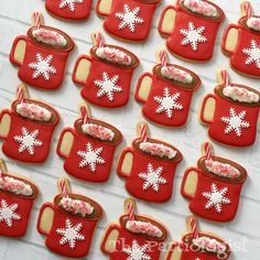 The Partiologist: Christmas Sugar Cookies! Cute Christmas Cookies, Mini Christmas Ornaments, Christmas Biscuits, Noel Christmas, Holiday Cookies, Christmas Baking, Christmas Treats, Cut Out Cookies, Cute Cookies