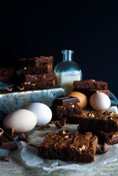 La asaltante de dulces: Receta de brownie de chocolate y avellanas/ Chocolate & hazelnut brownie recipe. Take a piece!
