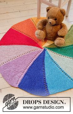 Ravelry: Colour Wheel Carpet pattern by DROPS design Ravelry: Color Wheel Teppichmuster von DROPS Design Knitting Patterns Free, Free Knitting, Baby Knitting, Crochet Patterns, Drops Design, Knitted Baby Blankets, Baby Blanket Crochet, Drops Paris, Magazine Drops