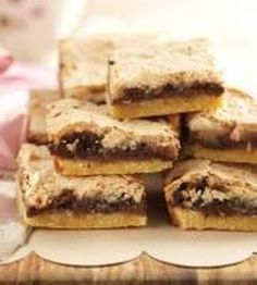 Bunny's Warm Oven: Soft and Chewy S'mores Bars Streusel Coffee Cake, Apple Coffee Cakes, Apple Streusel, Just Desserts, Delicious Desserts, Yummy Food, Healthy Desserts, Sweet Recipes, Snack Recipes