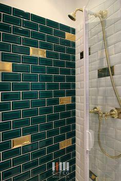 ceteg douche enfant petit espaces carrelage metro vert emeraude blanc et or robinetterie retro - Carrelage Retro Vert