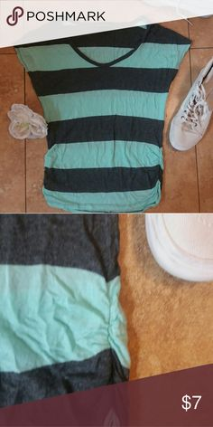 Teal/Gray Shirt Really pretty shirt, great for the summer! Tops Tees - Short Sleeve