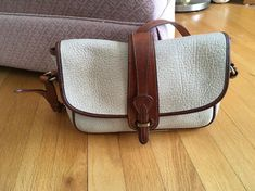 Item specifics    									 			Condition:  												 																	 															  															 															 																Pre-owned: An item that has been used or worn previously. See the seller's listing for full details and  																  																		 	...  https://lastreviews.net/fashion/womens/handbags/vintage-dooney-and-bourke-beige-awl-crossbody-shoulder-bag-brown-trim/