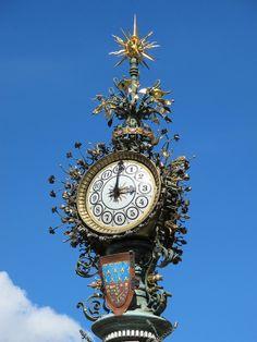 Big Clocks, Cool Clocks, Wall Clock Wooden, Classic Clocks, Unusual Clocks, Amiens, Wall Clock Online, Wall Clock Design, Grandfather Clock