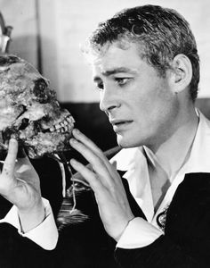 Peter O'Toole as Hamlet National Theatre of Great Britian Peter O'toole, Casino Royale, National Theatre, Best Online Casino, Playwright, Classic Movies, Movie Stars, Actors & Actresses, Hollywood