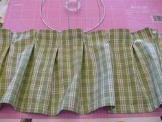 Ciao ragazze!oggi vediamo come fare il paralume verde, con rouche, dell'ultimo post. Per prima cosa devo dire che , mentre il paralume bi...