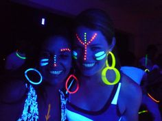 Party Make-up, Neon Party, Neon Painting, Body Painting, Glow Face Paint, Make Neon, Tinta Neon, Uv Photography, Neon Birthday