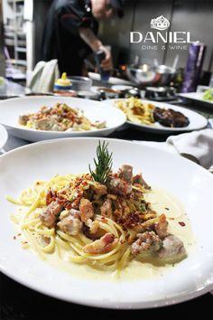 Nuestra cocina este jueves!!! #suterceracasa #fullhouse #restaurante #cocina #pasta Los esperamos... Reservas: 249 3404 http://daniel.com.co/fotos/cocina