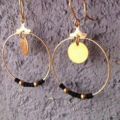 """Boucles d'oreilles """"Créoles"""" n°1 - noir et or doré - pendantes pour oreilles percées http://www.alittlemarket.com/boucles-d-oreille/fr_boucles_d_oreilles_creoles_n1_noir_et_or_dore_pendantes_pour_oreilles_percees_-8263289.html"""