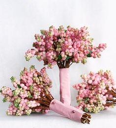 winter-wedding-winterberries-bouquet