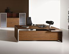 Eos Italy Executive Desk by Las Mobili: Minimalist but Stylish Design Law Office Design, Office Table Design, Office Furniture Design, Workspace Design, Executive Office Furniture, Modern Office Desk, Office Sofa, Office Decor, Bureau Design