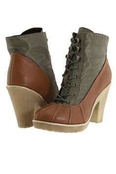 Gabriella Rocha duck boots! Perfect for Montreal weather