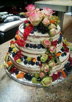 Yvonnes fruchtiger Naked Cake  Zu den schönsten und aktuellen Backtrends gehören die so genannten Nakes Cakes.  Sahnestände ohne Zusatz von künstlichen Farb- oder Konservierungsstoffen - Jetzt bei Pati-Versand.de bestellen   #pativersand #nakedcake #backtrends #dreistöckigetorte    http://www.pati-versand.de/torten-und-kuchen/sahnestaende/