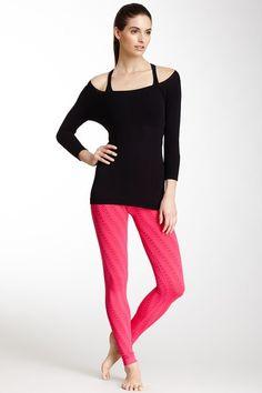 pink yoga legging.