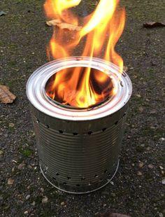 Habt ihr so ein Ding auch schon mal gesehen? Oder davon gehört? Mit ganz wenig Holz kann man einen Topf Wasser zum Sieden bringen und Spaghetti kochen oder ein Spiegelei braten kann. Das perfekte O…