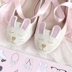 ♡.∙∘❀●‿✿⁀♡Follow your dreams Princess, they know the way♡Pinterest: ♡Princess Anna-Louise♡‿✿⁀●❀∘∙. Pastel Pink, Pink Blue, Easter Wallpaper, Mode Shoes, Kawaii Dress, Pink Photo, Glass Slipper, Vintage Easter, Pretty Shoes