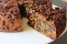 Healthy Three Ingredient Recipes That Don't Suck This 3 ingredient fruit cake recipe just seems impossible until you see the result come out of the oven and can enjoy a delicious moist fruit cake. 3 Ingredient Fruit Cake Recipe, Three Ingredient Recipes, 3 Ingredient Cakes, Boiled Fruit Cake, Vegan Fruit Cake, Moist Fruit Cake Recipe, Sugar Free Fruit Cake, Healthy Cake, Christmas Dishes