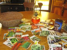 Seeds For The Garden-great old school knowledge about when to plant Fruit Garden, Edible Garden, Vegetable Benefits, Starting Seeds Indoors, Growing Greens, Victory Garden, Garden Pests, Seed Starting, Organic Recipes