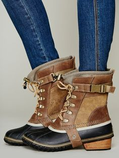 sorel brown conquest carly short boot, i actually really like these!