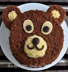 Das ist eine nicht zu komplizierte Kindergeburtstagstorte, die sehr gut schmeckt… This is a not too complicated birthday cake, which tastes very good. The cake consists of two chocolate cakes: a light and … Baby Food Recipes, Cake Recipes, Torte Recipe, Bear Cakes, Food Humor, Cake Decorating, Bakery, Food And Drink, Sweets