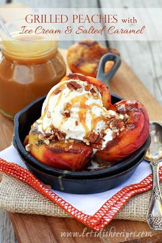 Grilled Peaches with Vanilla Ice Cream and Salted Caramel Sauce. The perfect summer dessert from yummy Köstliche Desserts, Frozen Desserts, Summer Desserts, Christmas Desserts, Grilled Fruit, Grilled Peaches, Grilled Desserts, Fruit Recipes, Dessert Recipes