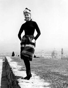 1965: Production begins on Ferragamo bags, headed by Fiamma Di San Giuliano Ferragamo. In the same year the ready-to-wear collection by Giovanna Gentile Ferragamo was presented in the Sala Bianca in Palazzo Pitti.