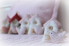casitas de pajaros Baby Shower, Ideas, Scrappy Quilts, Manualidades, Little Princess, Names, Felting, Dressmaking, Babyshower