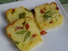 Cake aux asperges vertes, tomates séchées et cheddar