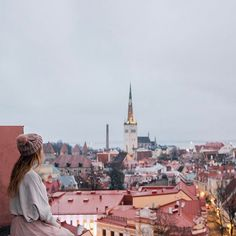 HAPPY V DAY LOVERS! 💕 How perfectly romantic is the town of Tallinn?! 😍 -- LOVE- The simple four letter word that makes our world go around. Amongst all the evil, all the hate and all the horrible things happening in our world today, we must remember that love still conquers all.  It doesn't matter if you are single, in a relationship with a person (or in a relationship with travel like me 😜), we must never stop pouring our love on those around us and remembering just how loved we are 💖…