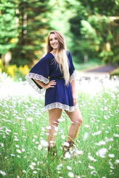 Here is Girl Senior Picture Outfit Ideas Picture for you. Girl Senior Picture Outfit Ideas senior girl pose senior g. Outfits Hipster, Girl Outfits, Cute Outfits, Country Senior Pictures, Senior Pictures Boys, Senior Pics, Senior Year, Senior Portrait Outfits, Senior Girl Poses