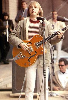 Steve Stills (Buffalo Springfield) at Monterey Pop Festival, Stephen Stills is een Amerikaans gitarist en singer-songwriter, die het bekendst is als lid van de groepen Buffalo Springfield en Crosby, Stills, Nash & Young. Rock N Roll Music, Rock And Roll, Monterey Pop Festival, Crosby Stills & Nash, Stephen Stills, Hippie Man, The Jam Band, Best Guitarist, 60s Music