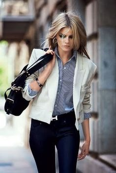 wish i was this cool. structured shape pulled off effortlessly. love the dark jeans with light blazer.