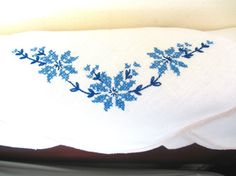 These beautiful embroidered linen napkins are in great condition, no snags or stains. Cream Linen. Blue embroidered and cross stitch flowers, machine finished edges. Made in England  Cream with blue flowers and leaves. 16x16 inches This is the cost for 6 napkins  I am happy to answer questions and combine shipping where possible. All items are from a smoke free pet free home.