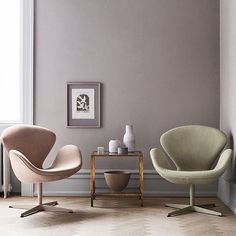 Introducing: the Fritz Hansen's Choice Swan™ chairs. For the first time ever, the Swan™ chair now comes in nubuck leather in either dusty rose or lyme grass. Only 300 chairs are available for purchase. What do you think of the two new chairs? #fritzhansen #arnejacobsen
