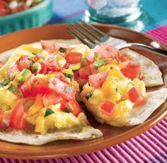 Huevos Rancheros con Pico de Gallo - ¡Versión saludable de un clásico plato de desayuno!