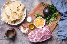 The best way to make nachos is with layers of cheese and pulled pork! Delicious and indulgent, perfect for game day! Cooking Boneless Pork Chops, Braised Pork Chops, Pulled Pork Nachos, Tender Pork Chops, Making Pulled Pork, Prime Rib Roast, White Meat, Pork Chop Recipes, Creamed Mushrooms