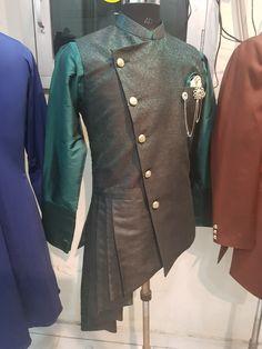 Indian Men Fashion, Mens Fashion Wear, Queer Fashion, Boys Kurta Design, Gents Kurta, Mens Ethnic Wear, Indian Groom Wear, Mens Kurta Designs, Gandhi
