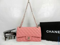 Сумка Chanel Classic Flap Bag розового цвета на цепочке с серебристой фурнитурой