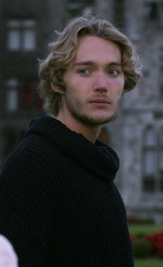 Toby Regbo (Francis, Reign) he's so beautiful when he looks sad