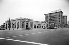 The southwest corner of Wilshire Boulevard at Beverly Drive (1939). The Beverly Wilshire Hotel is to the west background and the Walter G. McCarty Building at center.  Photograph by Marc Wanamaker/Bison Archives via the Beverly Hills Historical Society