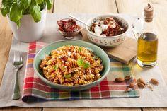 Recette Fusillis au pesto rouge et à la ricotta Et encore plus de recettes sur http://www.ilgustoitaliano.fr/recettes/pates-1